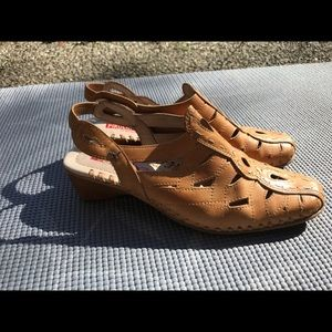 Pikilinos leather tan shoes